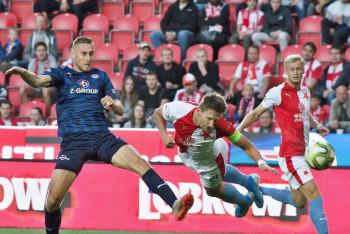 Odezíráno z tuctu a ještě z jednoho obrázku z fotbalového utkání Slavia Praha - Slovácko (3:0)